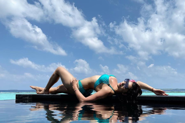 20200307000437urvashi rautela blue bikini photo went viral on internet see photo .jpg